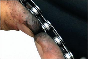 Rozhýbání řetězu po nýtování