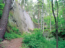 Skalní útvary nedaleko Slatiňan