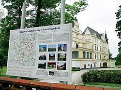Zámek Bartošovice, okolí je doslova protkáno rovinatými cyklistickými trasami