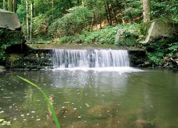 Vodní kaskáda na Milešovském potoce