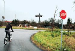 První rozcestí na cestě, s boleslavským komínem nad hlavou