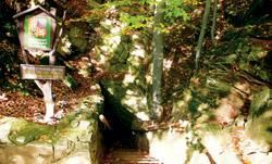 Vstup do Chýnovské jeskyně