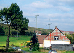 Větrné elektrárny nad obcí Nová Ves