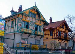 Většina architektonických děl v Luhačovicích nese jméno stavitele Dušana Jurkoviče